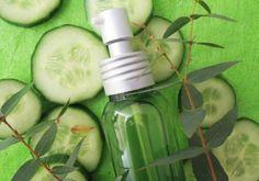 Recette : Lotion purifiante désincrustante pour peaux acnéiques. Cette lotion s'applique sur le visage à l'aide d'un coton. Elle favorise l'élimination des impuretés, des cellules mortes et de l'excès de sébum en un seul geste frais et léger. Très douce, elle n'agresse pas l'épiderme et laisse la peau fraîche et purifiée. - Aroma-Zone