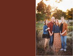 Fall Family Portraits, Family Portrait Poses, Family Picture Poses, Portrait Ideas, Teenage Family Photos, Fall Family Pictures, Family Pics, Adult Family Photography, Teenager Photography