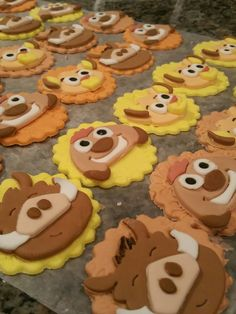 Lion King Fondant Cupcake Toppers by bigTops on Etsy Lion King Birthday, Third Birthday, Lion King Cupcakes, Home Made Cupcakes, Lion Cakes, Lion King Baby Shower, Cupcake Decorations, Fondant Cupcake Toppers, Fondant Figures