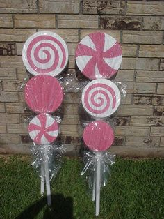 Christmas,Birthday,Candyland, Willy Wonka Indoor or Ourtdoor Pinwheel Lollipops (Medium or Small) A Set OF 5 Christmas Yard Deocration by MarysCandyDecoration Gingerbread Christmas Decor, Candy Land Christmas, Christmas Yard, Christmas Birthday, Christmas Crafts, Christmas Games, Candy Theme Birthday Party, Candy Land Theme, Lollipop Party