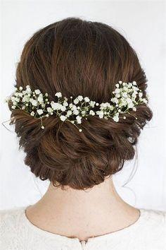 Soft romantic bridal wedding hair decorated with baby's breath#wedding #weddinghairstyels #bridalfashion