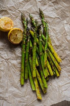 Props for Food Photography – Tutorial Food Styling, How To Cook Asparagus, Grilled Asparagus, Food Photography Styling, Greens Recipe, Food Design, Belle Photo, Vegetable Recipes, Food Pictures