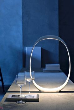 Realized in ABS, the table lamp Anisha by Foscarini is available in two two colours – pure white or red.