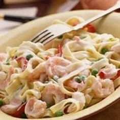 Seafood Alfredo- two of my favourite foods( pasta and seafood) in one dish, heaven. Fish Recipes, Seafood Recipes, Pasta Recipes, Seafood Appetizers, Appetizer Recipes, Seafood Alfredo, Seafood Pasta, Healthiest Seafood, Good Food