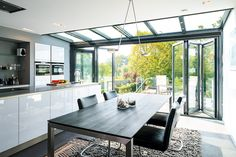 The Solarlux Wintergarden is a deluxe insulated glass extension that will make a spectacular addition to any home. House Extension Design, Glass Extension, House Design, Open Plan Kitchen Living Room, Open Plan Living, Style At Home, Conservatory Kitchen, Kitchen Diner Extension, Moderne Pools
