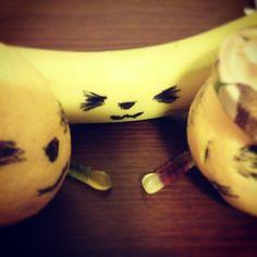 Psicik (psişik deil) savaşları. Muzos icin mojo jojo savaşı çıkar, jeliler çekilir :) kimin nefesi kuvetli acaba... #shoco #savas #istanbul #grapefruit #lemon #banana #jelly #war #psychic #humor
