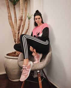 Kendall Jenner for Adidas Originals Arkyn Collection celebrity style casual Kendall Jenner Outfits Casual, Kendall E Kylie Jenner, Looks Adidas, Modelos Fashion, Adidas Outfit, Sneakers Adidas, Jenner Style, Celebs, Celebrities