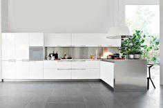 Elmar kitchens - Modern kitchens and design kitchens White Ikea Kitchen, White Kitchen Appliances, Modern Kitchen Island, White Kitchen Cabinets, Diy Kitchen, Kitchen Decor, Paint For Kitchen Walls, Cocina Diy, Kitchen Peninsula