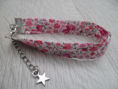 Bracelet en tissu Liberty Phoebe rose avec chainette d'extension finition étoile : Bracelet par feliz
