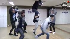 I love this dance practice is so cute and funny Bts V Gif, Bts Mv, Bts Bangtan Boy, Funny Kpop Memes, Bts Funny Videos, Bts Memes, Funny Dancing Gif, Bts Dancing, Bts Dance Practice