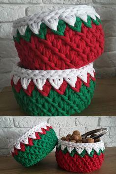 Free pattern on pasart blog  #crochet #basket #christmasbasket #red #green #walnut #swieta #orzechywloskie #swiatecznekoszyki #szydelkowekosze #handmade #diy #polskamarka #polishyarnlover #crochetlove #mojapasja #passion #homedecor #homedesign #interior #swieta #mojemieszkanie #wnetrze #modne #dekoracje #cottoncord #artyarnmacreme #pasart_pl #freepattern #pasartblog #schemat Cotton Cord, Christmas Baskets, Snoopy, Crochet, Blog, Diy, Free, Home Decor, Do It Yourself
