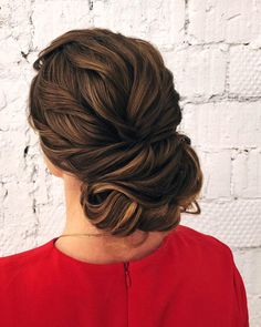 Vintage Hairstyles With Bangs Textured updo, updo wedding hairstyles,updo hairstyles,messy updos Messy Wedding Hair, Elegant Wedding Hair, Wedding Hair And Makeup, Wedding Updo, Bridal Hair, Quince Hairstyles, Bride Hairstyles, Hairstyles With Bangs, Hairstyle Ideas