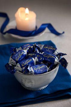 Kuuluu erottamattomasti jouluun. Ja vähän muihinkin päiviin. ;) Milk chocolate and white chocolate - Fazer
