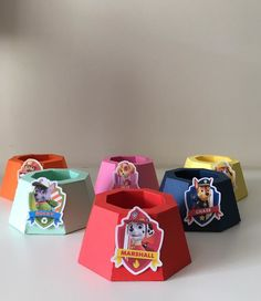 - Feito em papel 180g. color plus Paw Patrol Pups, Paw Patrol Party, Paw Patrol Birthday, Color Plus, Happy Birthday, Birthday Parties, Diy Party, Birthday Celebrations, Happy Aniversary