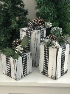 Christmas Wood Crafts, Country Christmas Decorations, Christmas Porch, Xmas Decorations, Christmas Projects, Simple Christmas, Winter Christmas, Holiday Crafts, Christmas Holidays