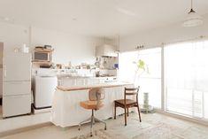 カウンター兼ダイニングテーブルってとっても効率的!#A様邸練馬 #団地リノベ #シンプルな暮らし #モルタル #ブラインド #日当たり良好 #EcoDeco #エコデコ #インテリア #リノベーション #renovation #東京 #福岡 #福岡リノベーション #福岡設計事務所 Furnitures, House Styles, Table, Home Decor, Decoration Home, Room Decor, Tables, Home Interior Design, Desk