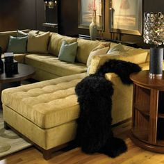 I like this couch :)