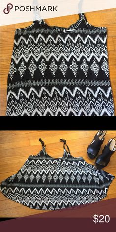 Tops // Women's Crop Tank 👀 cute flared crop tank top with spaghetti straps 🌀 black and white 💠  no tag so I'm not sure on what size but I wear a medium  ❤️ Offers! 🚫 No Trades!    🌺🌺 Don't be chic - be SabbyCHIC! 🌺🌺 Tops Crop Tops