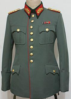 Ww2 Uniforms, German Uniforms, Military Uniforms, Uniform Insignia, Army Ranks, Germany Ww2, Geometric Fashion, German Army, Warriors