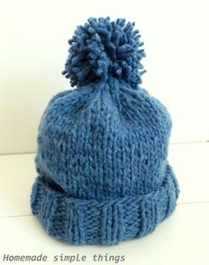 Homemade simple things: Bonnet en grosse laine - tuto (tricoté en deux heures) (Woolen hat (knitted in two hours)) Sweater Knitting Patterns, Free Knitting, Baby Knitting, Crochet Wool, Crochet Baby, Diy Dress, Knitted Hats, Winter Hats, Simple Things