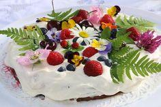 Prinsessojen kotitalous: Kesän kukkaiskakku marjoista ja syötävistä kukkasista Cake, Desserts, Food, Tailgate Desserts, Deserts, Kuchen, Essen, Postres, Meals
