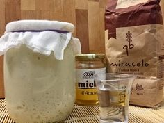 Il lievito madre, detto anche Pasta Madre, pasta acida, lievito crescente, è un preparato antichissimo ed è un lievito naturale composto da acqua e farina. Baking And Pastry, Bread Baking, Focaccia Pizza, Antipasto Platter, Recipe Steps, Bread And Pastries, Pain, Food Videos, Food To Make