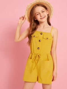 To find out about the Girls Drawstring Waist Flap Pocket Tank Romper at SHEIN, part of our latest Girls Jumpsuits ready to shop online today! Jumpsuits For Girls, Girls Rompers, Cute Girl Outfits, Cute Summer Outfits, Toddler Girl Dresses, Little Girl Dresses, Baby Girl Fashion, Kids Fashion, Junior Girls Clothing