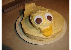 When bad cakes happen to nice people. History Of Birthdays, Cakes Gone Wrong, Cake Disasters, Ugly Cakes, Bad Cakes, Scary Food, Funny Cake, Cake Wrecks, Nice People