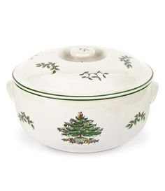 Dress your Christmas table with the festive Spode® Christmas Tree Round Covered Deep Dish Casserole. With evergreen Christmas tree detailing, the dish will add a warm, folksy feel to your holiday celebration while displaying delicious food. Spode Christmas Tree, Christmas Dishes, Christmas Dinnerware, Christmas China, Merry Christmas, Christmas Tablescapes, Green Christmas, Christmas Bells, Christmas Goodies