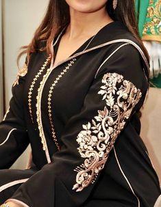 A nos chères fans découvrez cette gamme de #Djellaba & #Caftan 2019 - #robesmarocaines styles Originales de Luxe - #caftanluxe #caftanhautecouture #caftanmariage #caftanpascher #nouveaucaftan #takchitamoderne #robeorientale #moroccandress #moroccanwedding Kaftan Abaya, Caftan Dress, Morrocan Fashion, Indian Fashion, Girl Fashion Style, Fashion Outfits, Estilo Abaya, Morrocan Kaftan, Abaya Fashion