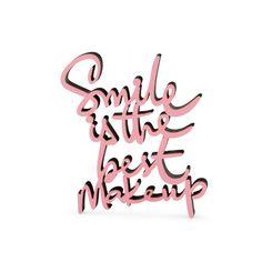 """Der 3D Schriftzug """"Smile is the best makeup"""" – ein ganz individuelles Geschenk für einen besonderen Menschen in Deinem Leben, ein persönliches Dekorationsstatement oder einfach ein schöner Spruch. Statements, Motivation, Wooden Signs, Decorative Items, Best Makeup Products, It Is Finished, Make Up, Good Things, Lettering"""