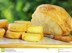 Queijo português, e pão.