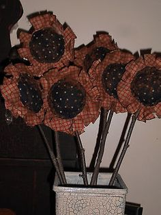 6 Primitive Americana Sunflower Pokes Crock Fillers Ornies Primitive Fall Crafts, Primitive Christmas Tree, Americana Crafts, Primitive Stitchery, Cowboy Christmas, Primitive Patterns, Primitive Decor, Christmas Trees, Fabric Flowers