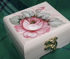 Home Crafts, Diy And Crafts, Arts And Crafts, Shadow Box Art, Ceramic Boxes, Trunks And Chests, Country Paintings, Painted Boxes, Russian Art
