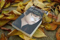 Murakami Haruki Kafka Sulla Spiaggia Frase: Quando la tempesta sarà finita, probabilmente non saprai neanche tu come hai fatto ad attraversarla e a uscirne vivo. Anzi, non sarai neanche sicuro se sia finita per davvero. Ma su un punto non c'è dubbio. Ed è che tu, uscito da quel vento, non sarai lo stesso che vi è entrato.