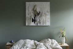 This Bedroom was shared by {Anna Pirkola}. Find more Bedroom ideas and inspiration at{mine} Calming Bedroom Colors, Bedroom Color Schemes, Colour Schemes, Feature Wall Bedroom, Bedroom Wall, Home Decor Bedroom, Diy Home Decor, Bedroom Ideas, Shades Of Grey Paint