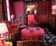 Photo Deco : Salon  Rouge  Baroque   Appartement Paris kitsch folklorique