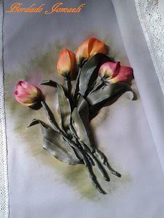 Tulipanes bordado en cinta, hojas realizad en tela de raso Pintura para tela y seda: ante y durante el procesamiento