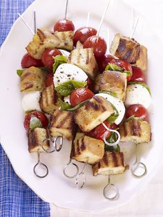 Panzanella Skewers with Mozzarella, Tomato and Focaccia Bread #sides #summer #inseason