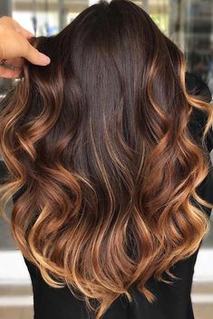 fall hair inspiration Ombre In Warm Tones Brown Ombre fall hair colors look best when combined correctly. Just our lead and you will never need to worry that your hair looks out of date! Brown Ombre Hair, Brown Blonde Hair, Blue Hair, Green Hair, White Hair, Dark Hair, Fall Hair Colors, Brown Hair Colors, Fall Winter Hair Color