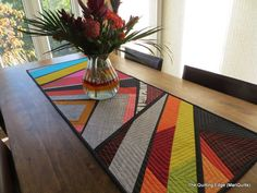 Ideas Easy Quilting Modern Table Runners For 2019 Patchwork Quilt, Patchwork Table Runner, Table Runner And Placemats, Table Runner Pattern, Quilted Table Runners, Hexagon Quilt, Easy Quilts, Small Quilts, Amish Quilts