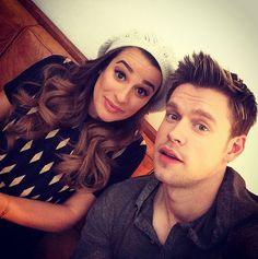"Lea Michele e Chord Overstreet são Rachel e Sam em ""Glee"" Best Tv Shows, Movies And Tv Shows, Glee Sam, Sam Evans Glee, Finn Hudson, Chord Overstreet, Glee Club, Rachel Berry, Naya Rivera"