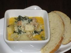 Have a copycat version of your favorite Toscana Soup at home! You'll LOVE this Olive Garden Copycat Toscana Soup Recipe! Real Food Recipes, Soup Recipes, Great Recipes, Cooking Recipes, Favorite Recipes, Chowder Recipes, Cooking Tips, Toscano Soup, Toscana Recipe