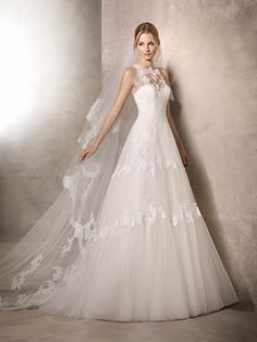 HARMONIE is a fantastic, original princess wedding dress with a double sweetheart and crew neckline in tulle, crystal tulle, lace and guipure