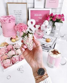 Pin by la vie en rose*♥*. on ✿ ⊱ ╮ girly lifestyle ✿ Pink Love, Pink And Gold, Pretty In Pink, Aesthetic Grunge, Pink Aesthetic, Dusty Pink, Pastel Pink, Luxury Lifestyle Women, Girl Boss Quotes