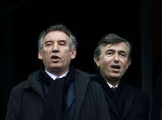 """François Bayrou, candidat du MoDem, a quant à lui entonné """"La Marseillaise"""" avec l'ancien maire de Toulouse, Philippe Douste-Blazy, l'un de ses soutiens pour la présidentielle."""