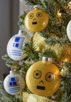 Droid Themed Star Wars Christmas Tree - Droids Star Wars - Ideas of Droids Star Wars - Fans of Star Wars will love this droid themed Christmas tree! Learn how to easily make your own and ornaments. Star Wars Christmas Decorations, Star Wars Christmas Tree, Christmas Tree Themes, Diy Christmas Ornaments, Christmas Crafts, Christmas Mantles, Vintage Ornaments, Vintage Santas, Christmas Baby