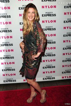 Drew Barrymore, ethnique dans une robe vintage.