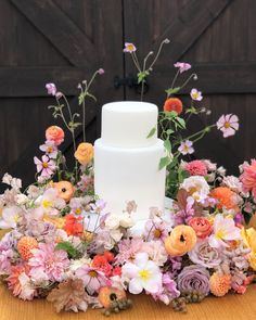 Whether a few simple blooms or an elaborate floral display, cake flowers add the finishing touch to wedding and event cakes. Floral Wedding, Wedding Colors, Wedding Flowers, Wedding Cookies, Wedding Desserts, Cake Bars, Perfect Wedding, Dream Wedding, Wedding Day