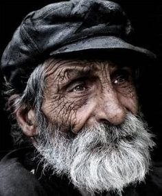 homeless in london. Black and White Portrait Photography Foto Portrait, Portrait Photography, Old Man Portrait, People Photography, Black And White Face, Old Faces, Interesting Faces, Old Men, People Around The World